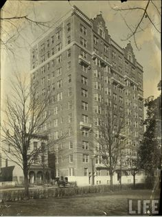 Monroe Park Terrace Apartments (now VCU's Johnson Hall). The house on the left is now demolished. This image also appears to pre-date the Virginia Commonwealth University, Jungle Life, Virginia History, Confederate States Of America, Richmond Virginia, Life Magazine, City Streets, Old Pictures, Terrace Apartments