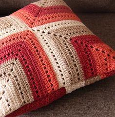מלכישוארט - סטודיו לאוהבי סריגה, חנות מקוונת לאביזרי סריגה, הוראות וסדנאות חינמיות ובתשלום. סריגה בחוטי טריקו ובמגוון חוטים. בואו לסרוג אתנו 072-3924449 Crochet Border Patterns, Crochet Bikini Pattern, Crochet Pillow Pattern, Crochet Mandala Pattern, Crochet Squares, Crochet Doilies, Crochet Pillow Cases, Crochet Cushion Cover, Crochet Cushions