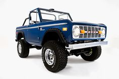 20 Vintage Ford Broncos Ready to Drop Your Jaw. As garage-worthy as they come. Classic Bronco, Classic Ford Broncos, Ford Classic Cars, Muscle Truck, Best Muscle Cars, Jeep Suv, Jeep Cars, 4x4, Bronco Truck