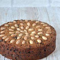 Sultana Cake - Baking with Granny Cake Recipes, Dessert Recipes, Desserts, Sultana Cake, Date And Walnut Loaf, Caramel Flavoring, Loaf Cake, Cake Baking, Cake Ingredients