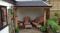 Garden shelter in european oak with rosmary tiled roof.. Designef and build by Dual Design Ltd.