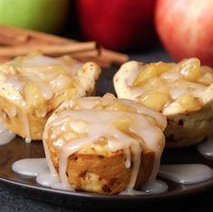 Cinnamon Roll Apple Pie Cups – 12 Tomatoes Wait until you see the crust! Cinnamon Roll Frosting, Cinnamon Roll Apple Pie, Cinnamon Roll Dough, Cinnamon Rolls, Apple Pies, Breakfast Recipes, Dessert Recipes, Fruit Dessert, Oreo Dessert