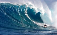 Laird Hamilton (@ Jaws?) - Big Waves.