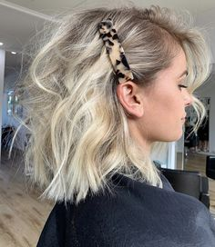 Perfect Blonde Balayage Olaplex Short Blonde Hair How To Style Chunky Hair Clips Icy Creamy Blonde Hair Colour Fresh Hair, Gorgeous Hair, Beautiful, Hair Looks, Hair Trends, Curly Hair Styles, Short Blonde Curly Hair, Hair Clip Styles, Short Hair Hairdos