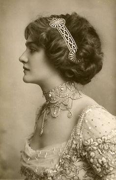 Gorgeous details. Around 1910?
