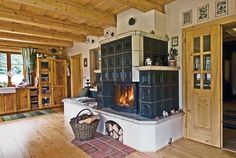 Krb, kachle, gril Pantry Design, Kitchen Design, Classic Fireplace, Simply Home, Japanese Interior Design, Natural Interior, Rocket Stoves, Cabin Homes, Country Kitchen
