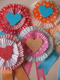 Award Ribbons made from cupcake liners. I think this would be great to do as a family celebration of valentine and award them for being who they are and tell them the things u love about them! Mothers Day Crafts, Valentine Day Crafts, Be My Valentine, Holiday Crafts, Valentine Party, Homemade Valentines, Valentine Ideas, Cupcake Liner Crafts, Cupcake Liners