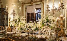 Vestida de Noiva | Blog de Casamento por Fernanda Floret | Blog de Casamento  Decoração de casamento branca e dourada, clássica feita pela Maria Manuela Eventos.