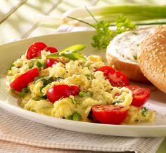 Herzhaftes Rührei mit Kräutern und Tomaten, als besonderes Highlight zum Brunch