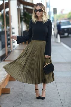 Cupcakes and Cashmere Pleated Skirt Outfit, Maxi Outfits, Casual Outfits, Fashion Outfits, Womens Fashion, Pleated Skirts, Swag Dress, Work Fashion, Modest Fashion