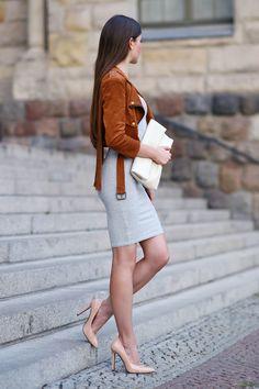 """ph1lm: """" (via …help! I have nothing to wear! - kobiecy blog o modzie: Brązowa zamszowa kurtka, szara dopasowana sukienka i beżowe szpilki) """""""
