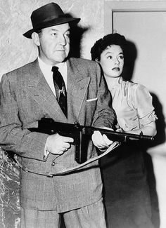 Broderick Crawford and Ruth Roman in a publicity still for Down Three Dark Streets Golden Age Of Hollywood, Vintage Hollywood, Classic Hollywood, Broderick Crawford, Ruth Roman, Bogart And Bacall, Old Movies, Classic Movies, Best Actor