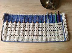 Crochet hook organizer by HandKlappa