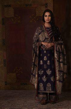 Timings me of piku fashion black salwar suit Indian Suits, Indian Attire, Indian Wear, Punjabi Suits, Kurti Designs Party Wear, Kurta Designs, Lehenga Designs, Blouse Designs, Rimple And Harpreet Narula