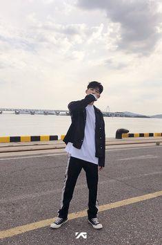 Hanbin Fighting In the world have many way for you, to achieve your success. Kim Hanbin Ikon, Ikon Kpop, Yg Trainee, Ikon Member, Winner Ikon, Ikon Debut, Ikon Wallpaper, Hip Hop, Boyfriends