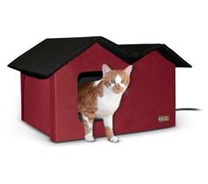 How to Keep Cats Warm Outside: 4 Steps to Keep Outdoor Cats Warm This Winter Cat Shelters For Winter, Dog Igloo, Shelter Design, Winter Cat, Dry Cat Food, Cat Bag, Alley Cat, Outdoor Cats