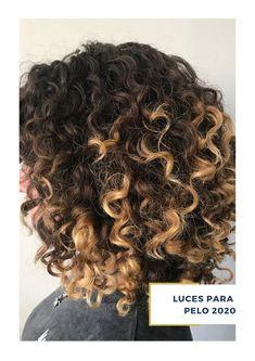 ¿Buscas inspiración para un nuevo look? en ArteMásBelleza somos expertos en luces para pelo castaño. Conoce más de nuestros servicios de salón de belleza en nuestro sitio web. #SalóndeBelleza #LucesparaPelo2020 #ArteMásBelleza #LucesparaPeloCastaño Dreadlocks, Hair Styles, Beauty, Brown Hair, Dyes, Haircuts, Lights, Hair Plait Styles, Hair Makeup