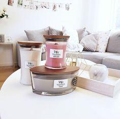 Une collection que l'on rêve d'avoir! Plus d'une trentaine de parfums à découvrir... LINEN, BAKERY CUPCAKE, BLACK CHERRY, CAMPFIRE MARSHMALLOW... ( @fruvidecarlsson) #woodwick #woodwickcandle #collection #gamme #bougie #bougieparfumee #cuivre #pure #whiteinterior #interior #decoration #artdeco #magasinedeco #bougeoir #marbre #tendance #sofa #coussin #parfum #fragrance