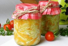 Cuketový salát s mrkví a cibulí na zimu | NejRecept.cz Clean Eating, Healthy Eating, Home Canning, Vegetarian Recipes Easy, Preserves, Pickles, Food And Drink, Zucchini, Yummy Food
