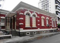 Casa na Rua Sorocaba (Botafogo) com fachada de azulejos esmaltados