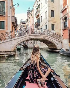 Venice - Travel Europe & the world - Viagem Europa The Places Youll Go, Places To Visit, Travel Around The World, Around The Worlds, Poses Photo, Picture Poses, Photos Voyages, Europe Destinations, Amazing Destinations