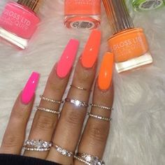 77 Bright Neon Nails to Try This Summer What better way to enjoy this Summer than bright neon nail colors? Here, we found 77 nail designs with all the classic Summer colors! (bright yellow, orange, and hot pink just to name a few). Neon Nail Colors, Neon Nails, My Nails, Bright Nails Neon, Neon Nail Art, Colorful Nail, Yellow Nails, Bright Summer Nails, Summer Colors