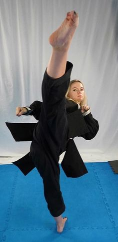 The Effective Pictures We Offer You About Martial Arts Women judo A quality picture can tell you man Martial Arts Styles, Martial Arts Techniques, Martial Arts Women, Kung Fu Martial Arts, Mixed Martial Arts, Taekwondo, Artiste Martial, Mma, Deporte