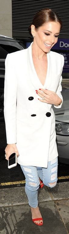 Who made Cheryl Cole's red sandals and white coat? Cheryl Cole Style, Cheryl Fernandez Versini, Girls Aloud, Fashion Dictionary, Red Sandals, Female Singers, Skinny Jeans, Chic, My Style