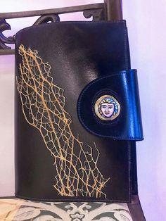 Buon inizio di settimana a tutti :-) #Portaagenda in pelle #Decortack decorato con #fibradificodindia e #testadimoro su tondo di #ceramicadipintaamano  Misure agenda: altezza 20,5cm - larghezza14,5cm