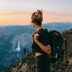 Have you been to Yosemite yet! Swipe Over and see why Yosemite is considered one of the worlds best! Tag a friend who loves Yosemite. Best Hikes, Foto Pose, Travel Aesthetic, Adventure Aesthetic, Summer Aesthetic, Travel Photos, Travel Pictures, Travel Tips, Honeymoon Pictures