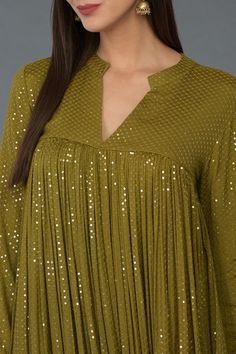 Beautiful collection of kurta sets & anarkalis for your everyday pleasure, light occasion wear and special occasion celebrations Pakistani Fashion Casual, Pakistani Dresses Casual, Indian Fashion Dresses, Indian Gowns Dresses, Pakistani Dress Design, Indian Designer Outfits, Stylish Dress Designs, Dress Neck Designs, Designs For Dresses