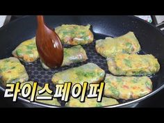 Fish cake and vegetables with rice paper pancake :: Korean food Korean Side Dishes, Fast Healthy Meals, Easy Meals, Healthy Recipes, Cooking Recipes For Dinner, Easy Cooking, Food Design, Fish Cakes Recipe, Vitamin A Foods
