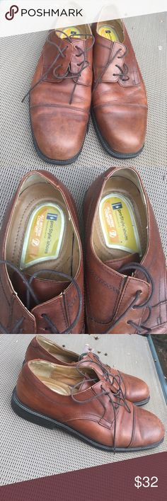 Men's Dockers Business Shoes Excellent condition. Worn handful of times. Genuine brown leather. Inside soles are in great condition. As well as the bottom soles. Dockers Shoes