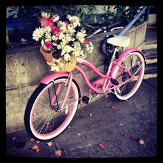 Northing Ireland has done Giro d'Italia mad. Here is a cute and girlie find of love for the event. Crazy Daises in a retro style bike.  It's love and I hope you agree:-)x