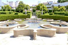 Situado sob a encosta do castelo, o Jardim do Paço em Castelo Branco distingue-se dos demais pela extensa colecção de estátuas que ornamenta...
