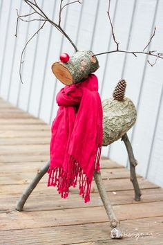 Getting ready for Christmas, here's a an easy and quick DIY Christmas reindeer tutorial. #diyreindeerlog #reindeerlogshowtomake #christmasreindeerdecor Reindeer Logs, Diy Christmas Reindeer, Pallet Christmas Tree, Reindeer Craft, Christmas Post, Rustic Christmas, Christmas Crafts, Wooden Reindeer, Outdoor Christmas