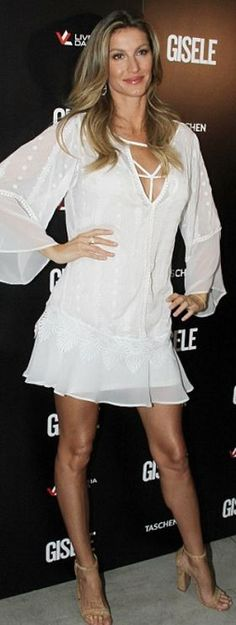 Who made  Gisele Bundchen's jewelry, tan sandals, and white long sleeve dress?