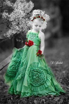 Springtime, Children of the World 🌍 Green Color Splash Photography Splash Photography, Color Photography, Vintage Photography, Amazing Photography, Color Splash, Color Pop, Black And White Portraits, Black And White Pictures, Splash Images
