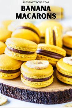 Banana Macarons #banana #macarons #cookies #frenchmacarons #swissmeringue #chocolate #bananapudding Macaron Filling, Macaron Flavors, Macaron Recipe, Mini Desserts, Delicious Desserts, Dessert Recipes, Favorite Cookie Recipe, Best Cookie Recipes, Favorite Recipes