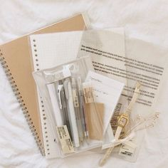 School Organization Notes, Study Organization, Bullet Journal Aesthetic, Bullet Journal Writing, Beige Aesthetic, Book Aesthetic, Study Journal, School Accessories, Pretty Notes