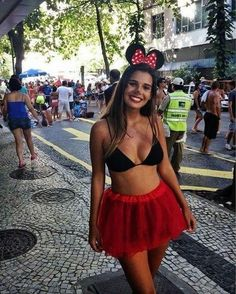 Do you want to look hot this halloween? Here are 25 hot college halloween costumes that you can copy this year. Minnie Mouse Halloween Costume, Halloween Costumes For Girls, Costumes For Women, Cute Halloween, Mouse Costume, Halloween 2017, Halloween College, Women Halloween, Group Halloween