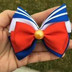 Sailor Moon Bow by AnIntrovertsHeart on Etsy Sailor Moon Party, Sailor Moon Crafts, Disney Hair Bows, Anime Crafts, Rainbow Loom Bracelets, Loom Charms, Ribbon Sculpture, Boutique Hair Bows, Loom Bands