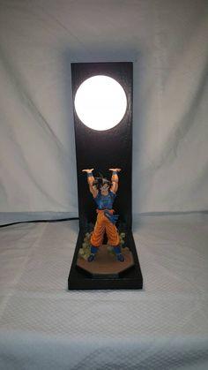 Esto es una maciza artesanal, hecho a mano roble lámpara que se ha hecho después de uno de los mejores ataques en DBZ. Perfecto como regalo para cualquier fan DBZ, o en tu mesita de noche.  Altura de la base: 17 Longitud base: 6 Ancho de base: 4 7/8 Tipo de bombilla: 120V40W U13 Color: negro / azul / naranja Carácter y estilo: goku / Genki Dama / Genkidama Incluye: la bombilla / base de la lámpara / la figura (todo lo visto en fotos)