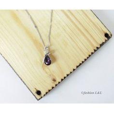 Jemný náhrdelník s fialovou slzičkou pre elegantnú ženu :)