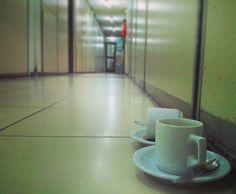 - Te parece un lugar para dejarnos? - Que mal che más triste que pasillo abandonado. Help!! #argentina#igersargentina #igerschaco #igersresistencia #chaco #resistencia #ceroequis  #picoftheday#natgeo#thephotosociety#mst_photooftheday#razri #argentina_ig #gustavoflores#bestoftheday#picoftheday#instagood #coffeecup #coffee #cafe #taza