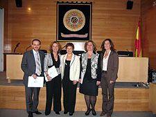 Carmen Moreno, y su equipo, reciben el XII Premio TEA en 2007 por el DERA, Cuestionario de Desajuste Emocional y Recursos Adaptativos en Infertilidad.