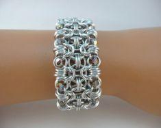 Chainmaille japonés pulsera con perlas de por TheArmorersWife