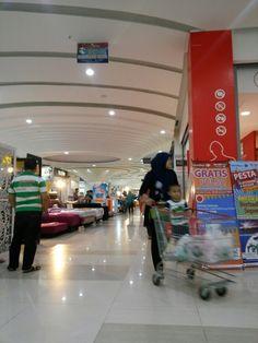Salah satu lorong di cibinong city mall.