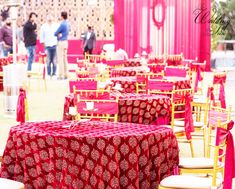 A reliable Wedding planning Mumbai for your wedding occasion contact us today to get free quotation for your budget wedding planning Mumbai Indian Wedding Decorations, Decor Wedding, Table Decorations, Wedding Budget Planner, Wedding Planning, Candle Lamp, Candles, Royal Theme, Reception Seating