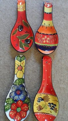 Spanish ceramic pottery hand painted spoon rests - various designs by pat-75 Painted Spoons, Hand Painted Ceramics, Pottery Painting Designs, Pottery Designs, Talavera Pottery, Ceramic Pottery, Ceramic Cafe, Pottery Videos, Spoon Art